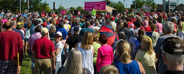 Pro-choice reportérka uznáva silu príbehov o obrátení lekárov - potratárov